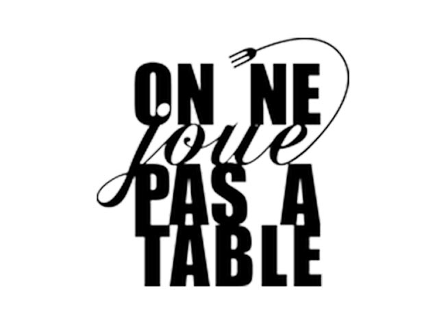 On ne joue pas à table